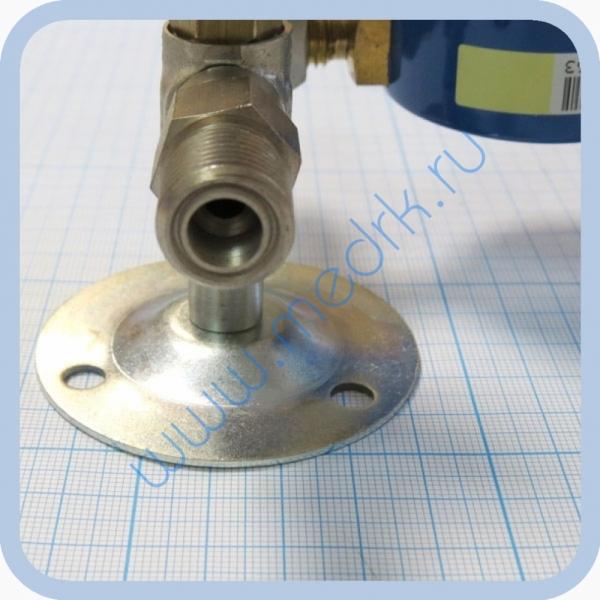 Вентиль медицинский с манометром на вход (клапан запорный К-1101-16) для кислорода, закиси азота   Вид 4